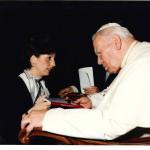 Angelina Bampa ricevuta dal Santo Padre San Giovanni Paolo II